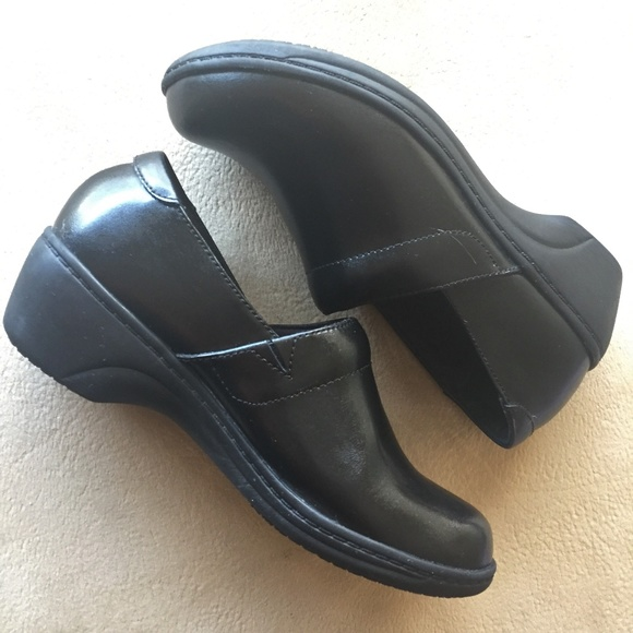 cc51496321ef9 Clarks Mules Small Heel Black Leather Size 6